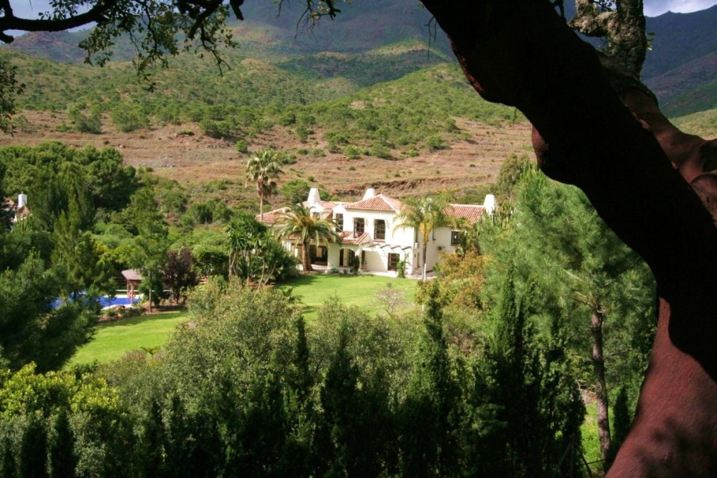 1 Villa bermeja from the mountainside