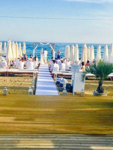 Strandzeremonie in Salduna Beach in Marbella