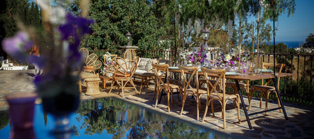 sea-view-and-rustic-table-1
